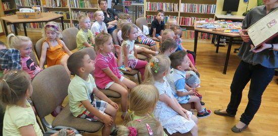 skrzaty-po-raz-pierwszy-w-bibliotece