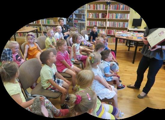 Skrzaty w bibliotece